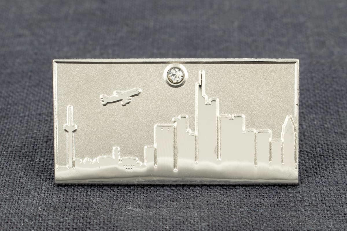 pin-anstecker sandgestrahlt skyline