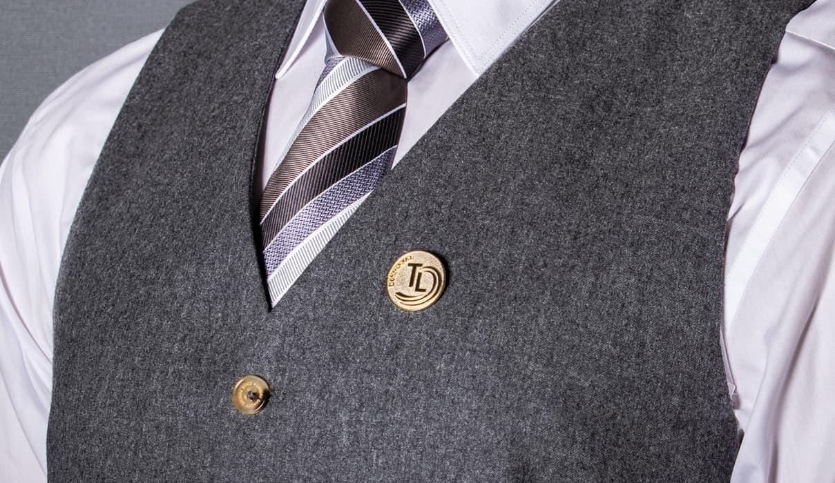 pins-anstecker herr im anzug