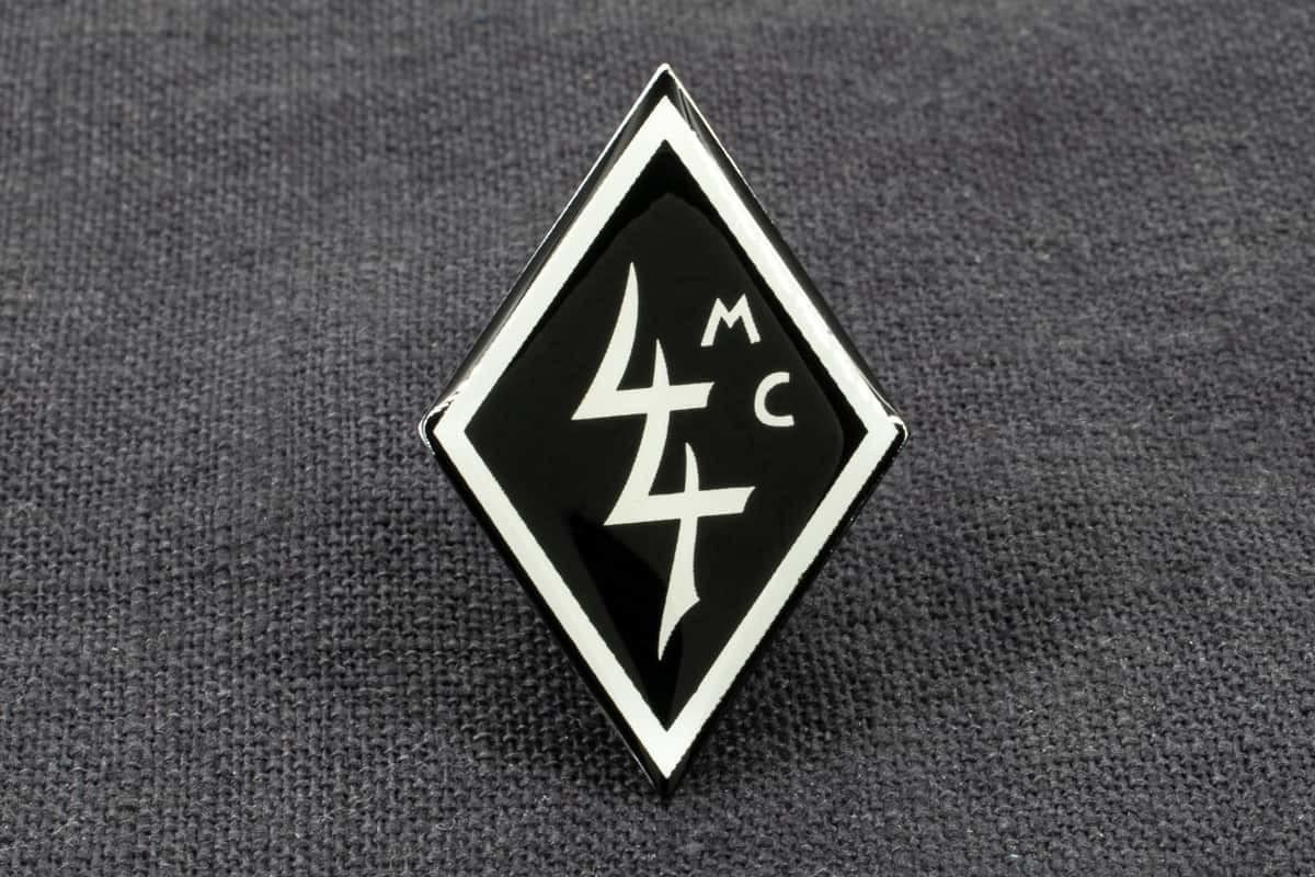 "Anstecknadel Siebdruck ""MC44"""