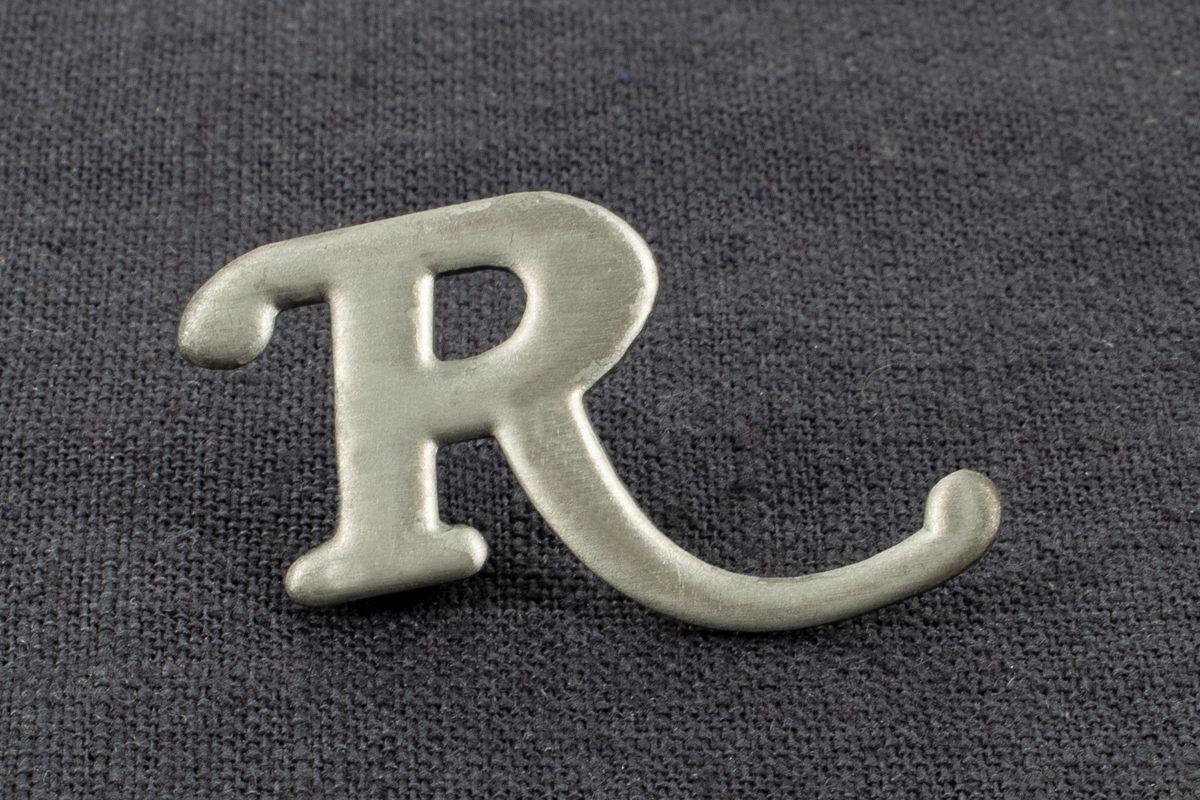 "Pin Spritzguß ""R"""